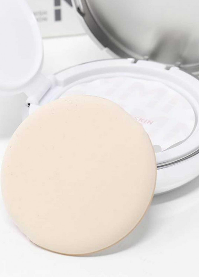 Mumuso RADIANT FINISH MOISTURIZING BB CUSHION