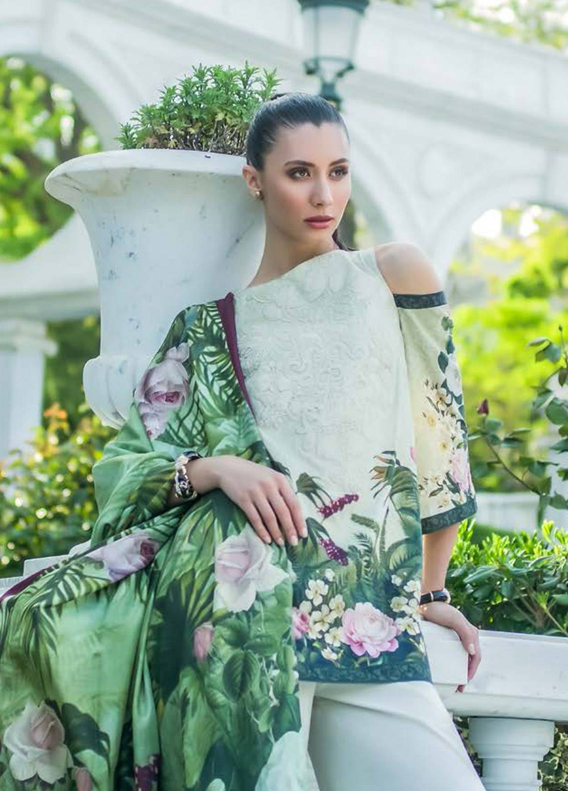 Honey Waqar Embroidered Lawn Unstitched 3 Piece Suit HW18F 1B - Eid Collection