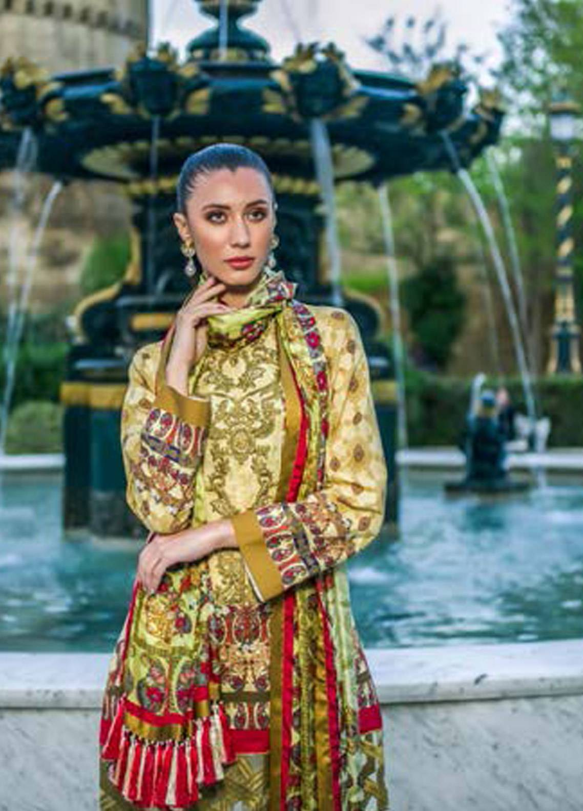 Honey Waqar Embroidered Lawn Unstitched 3 Piece Suit HW18F 9A - Eid Collection