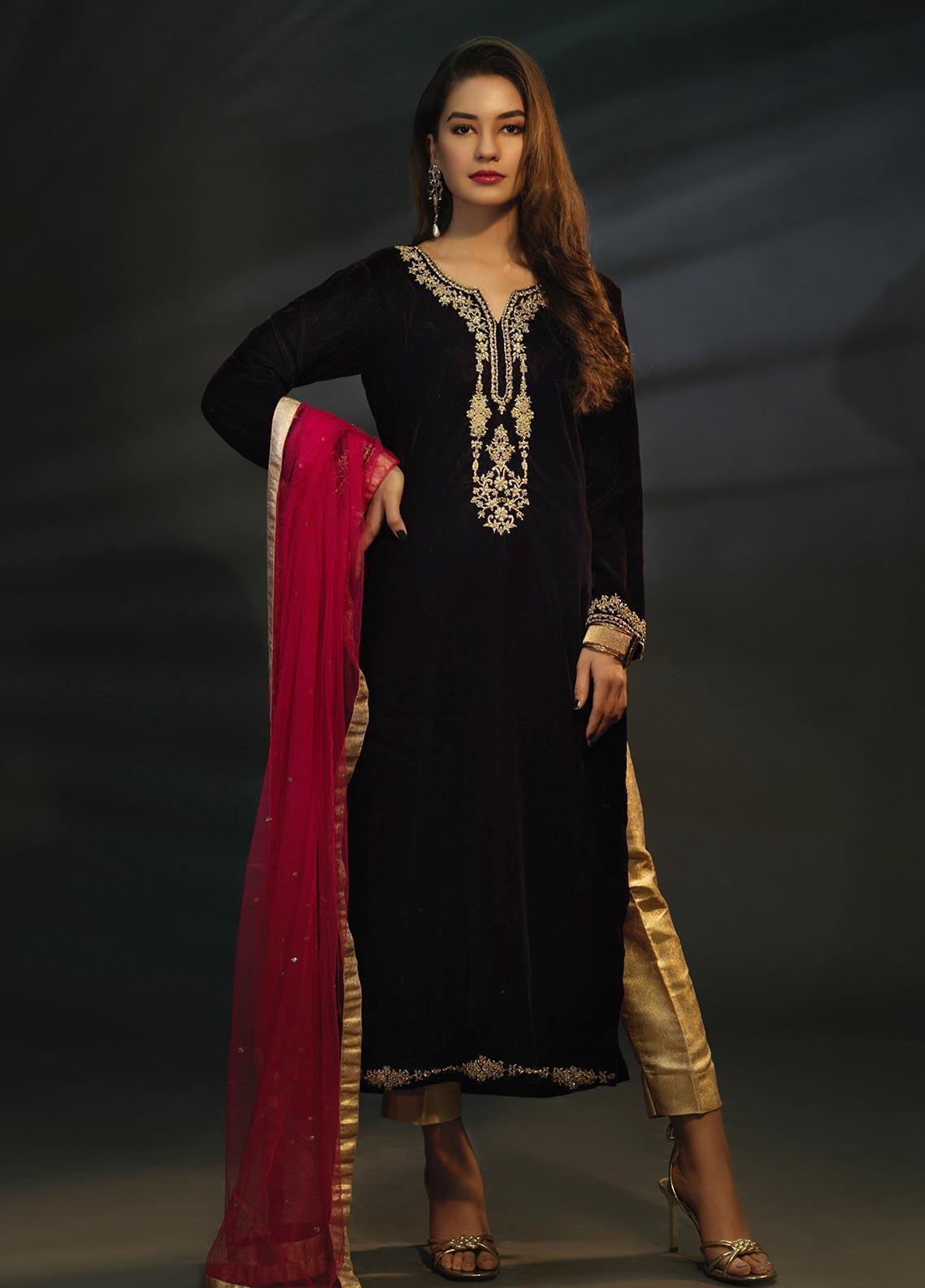 Sidra Mumtaz Embroidered Velvet Stitched 3 Piece Suit SPINEL BURGANDY WINE