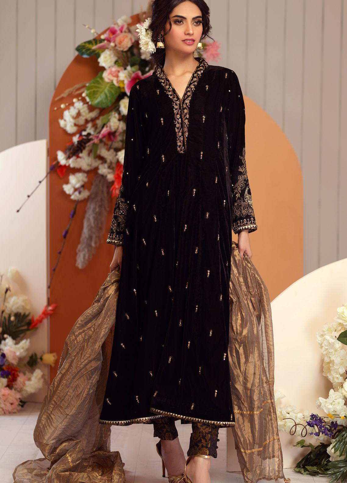 Zaaviay Embroidered Velvet Stitched 3 Piece Suit ZV20BM 06 QALEE